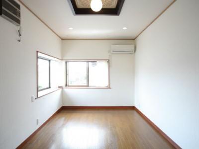 203号室 東南の角部屋。光も風も良く通ります。