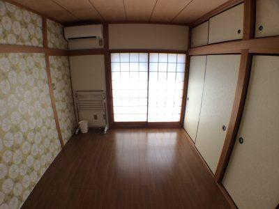 205 和室をリフォームしたお部屋は天袋付きの2間の大収納付。南窓はバルコニーです。