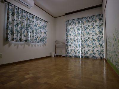 206 南側バルコニー、東側出窓のお部屋は日当たり良好です。