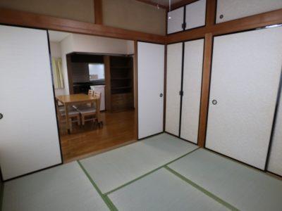 2F:4.5畳の和室は角部屋になっているのでとても明るいです。