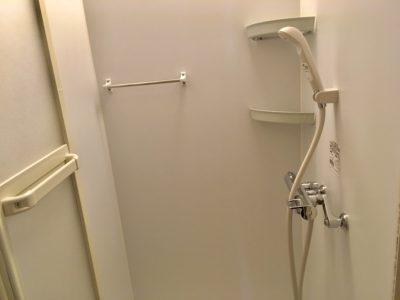 シャワー室は2個あります。