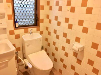 トイレは各階にひとつずつあります。