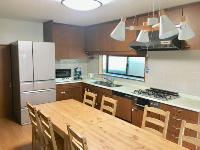広いキッチンでゆっくり料理が作れます。