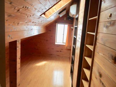 秘密基地のような屋根裏部屋は、子どもに人気です。