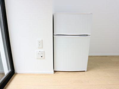 個室の中にあるミニ冷蔵庫