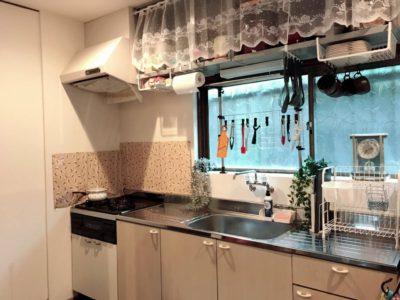 キッチン 三口コンロでたくさんお料理できます